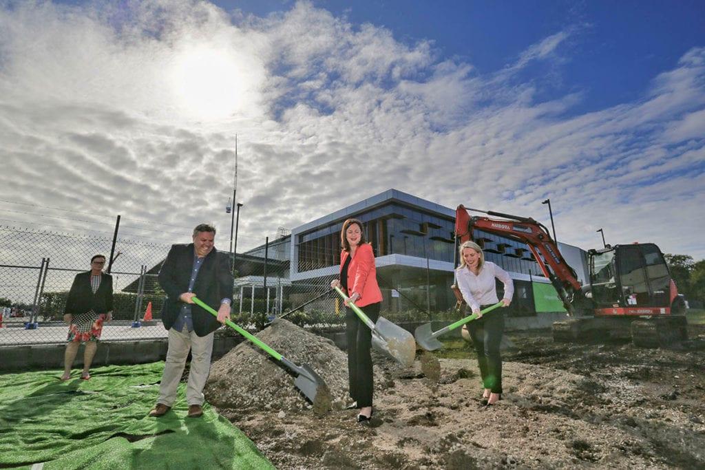 Premier, Minister with shovels at Brisbane fulfilment centre